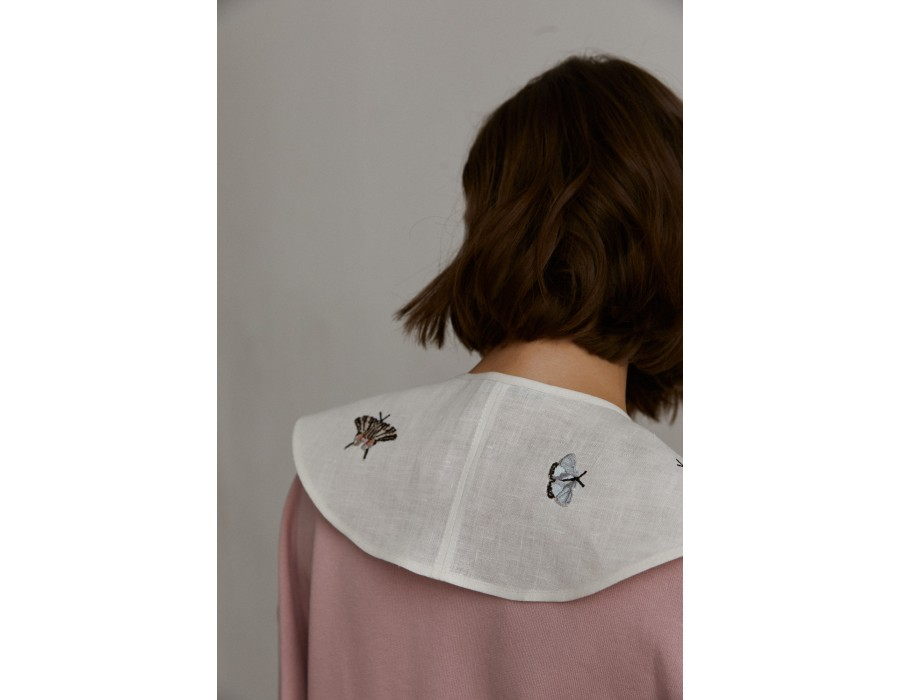 Milky-white embroidered linen Collar Violets