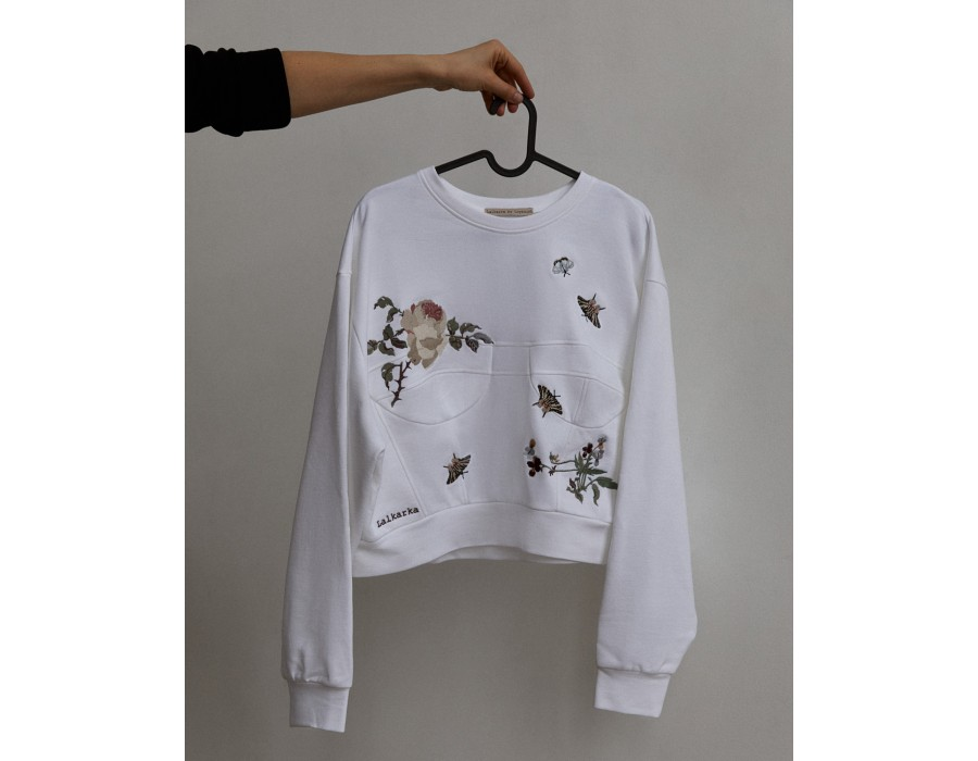 White voluminous embroidered cropped sweatshirt