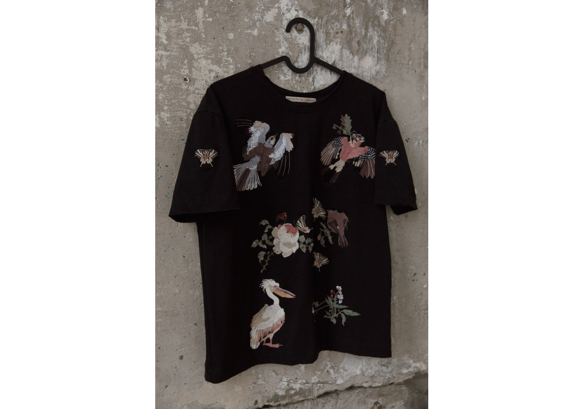 Embroidered oversized black t-shirt