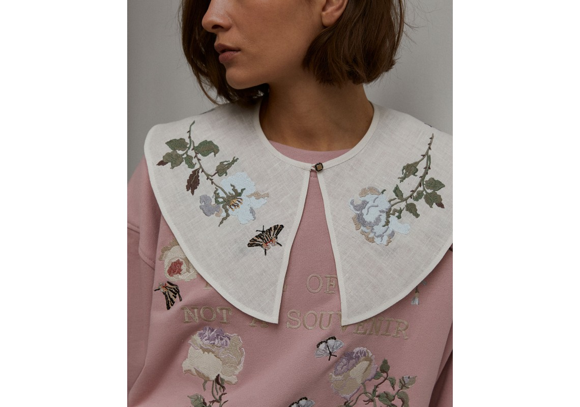 Milky-white embroidered linen Collar Blue roses