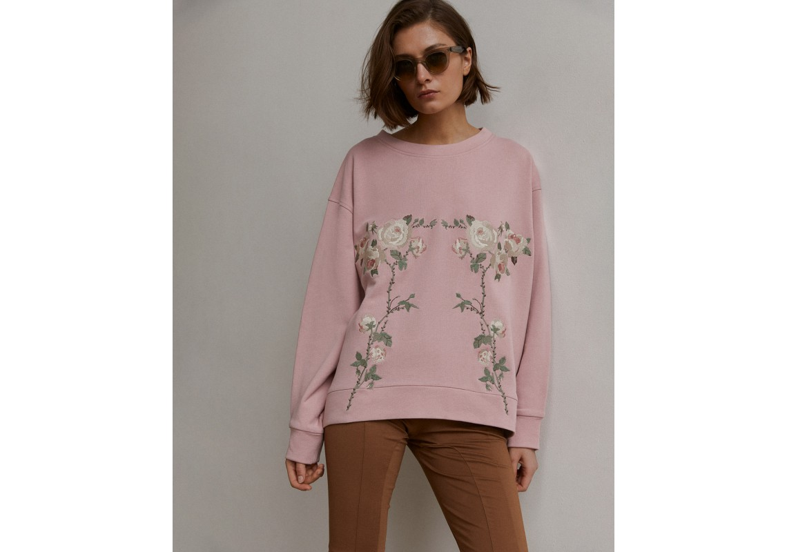 Dusty pink oversized sweatshirt embroidered with roses