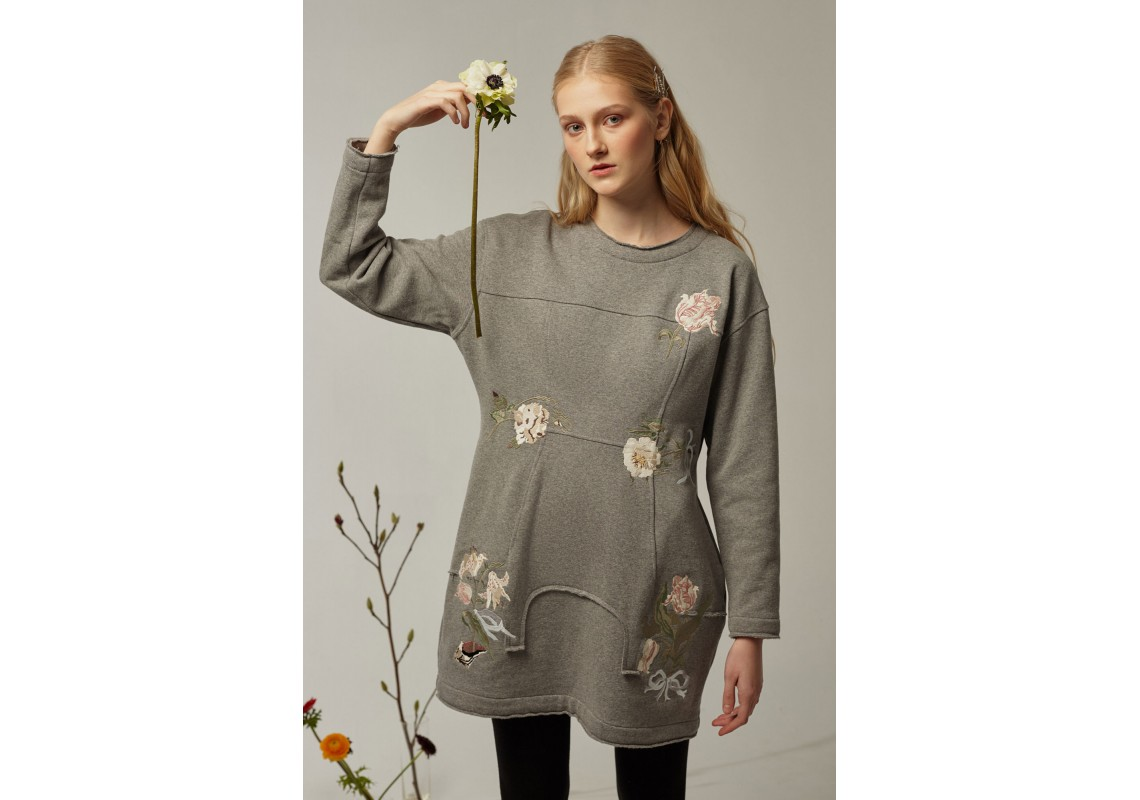 Embroidered little grey dress Lalkarka boutonnieres