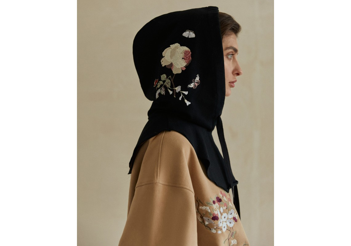 Embroidered hood made of Italian fabric with adjustable draw string