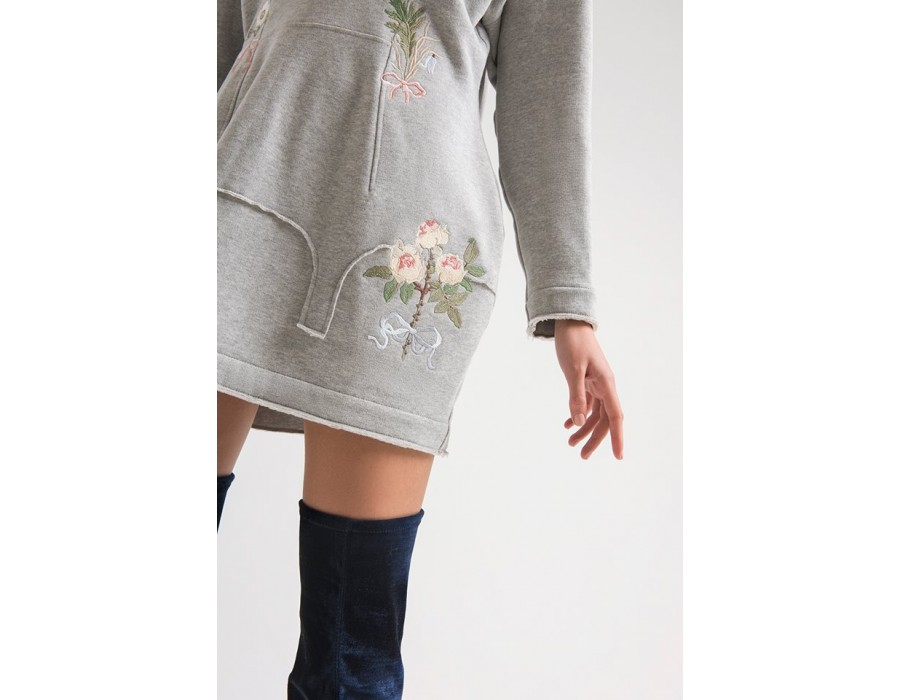 Embroidered little grey dress boutonnieres